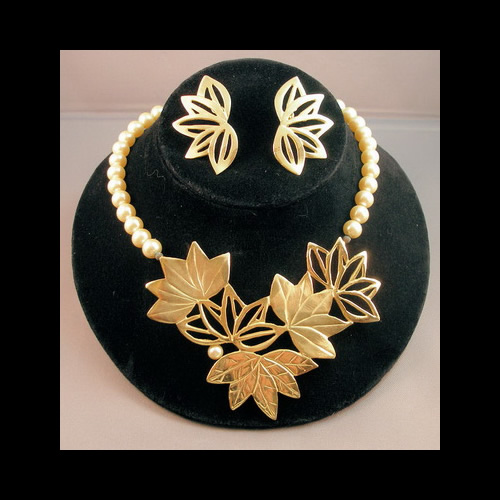 Necklace with Gold Leaves